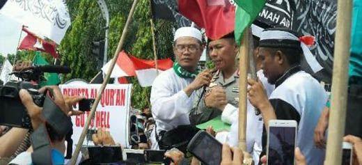 Umat Islam se-Riau Serahkan Petisi ke Kapolda Brigjen Zulkarnain: Tangkap dan Adili Ahok!