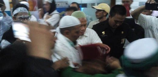 Demo Anti-Ahok di Depan Istana Negara Rusuh, Ustadz Arifin Ilham Dilarikan ke Rumah Sakit