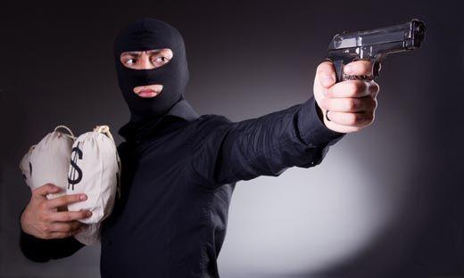 Bandit Bersenjata Api yang Merampok 2,5 Kilogram Emas Uang Rp80 Juta di Parkiran Pasar Rumbio Kampar Dibekuk Polisi di Rumah Kos Tuahkarya Pekanbaru