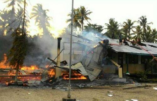 Pesantren Anwaru Ulum di Dusun Mugomulyo Indragiri Hilir Terbakar, 10 Ruang Kelas dan Kantor Guru Hangus