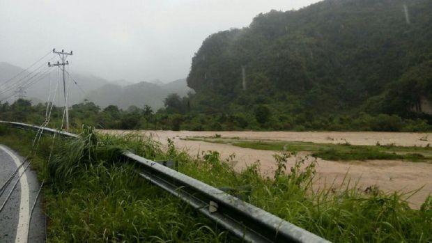 Hampir 36 Jam, Listrik 9 Kecamatan di Perbatasan Riau-Sumbar Masih Padam