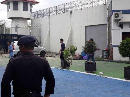 Awas! 200 Tahanan Rutan Sialangbungkuk Pekanbaru Kabur, Mereka Menyebar di Kota hingga Menyandera Anak-anak