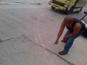 Baru Dikerjakan, Perbaikan Jalan Beton di Jalintim Pelalawan Desa Makmur Sudah Banyak yang Retak