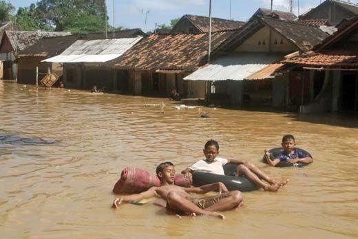 Sungai Leko Meluap, Puluhan Rumah di Siak Terendam
