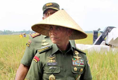Kepala Staf TNI AD Ajak Semua Komponen di Siak Perangi Tengkulak yang Masih Berkeliaran Selundupkan Beras