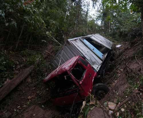 Tragis... Karena Lalai, Sopir Tewas Terlindas Truk Sendiri Saat Memperbaiki Kendaraan di Tanjakan Jalintim Kecamatan Lirik Inhu