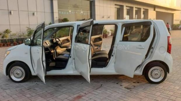 Suzuki Karimun Wagon R Versi Limosin; Punya 6 Pintu, Bangku Tengah dan Belakang Berhadapan