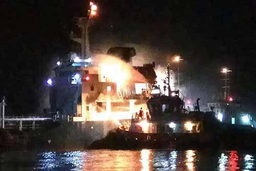 Ditabrak Kapal Kargo Rokan Permai Bermuat Kernel Rute Pontianak-Dumai, Tanker Pembawa BBM Terbakar