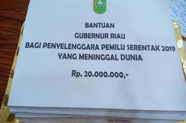 Serahkan Santunan untuk Penyelenggara Pemilu yang Gugur, Gubernur Riau Cerita Pernah Merasakan Beratnya Jadi Petugas KPU