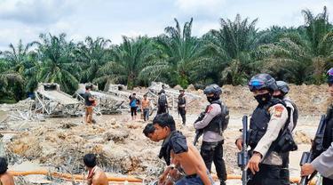 Satu Kompi Brimob Polda Riau Dikerahkan Tangkap Penambang Emas Liar di Desa Marsawa Kuantan Singingi