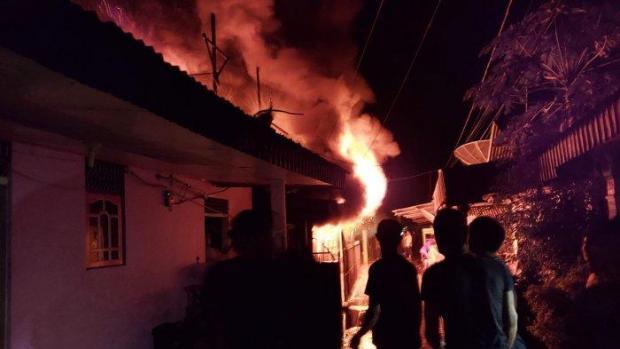 Gara-gara Lampu Teplok dalam Keadaan Menyala Jatuh, 2 Rumah di Riau Hangus