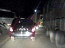 truk-pengangkut-kayu-rusak-jalan-lintas-sumatera-duripekanbaru-macet-total-tertahan-hingga-6-jam