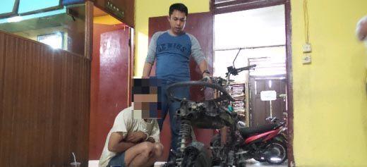 Gagal Menjambret di Jalan Arengka I Pekanbaru, Seorang Pemuda Ditangkap lalu Dimassakan, Motornya Ludes Dibakar