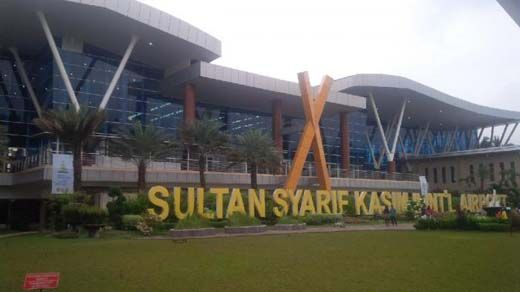 Petugas Bandara Sultan Syarif Kasim II Pekanbaru Gagalkan Penyelundupan Sekardus <i>Handphone</i> Android Tak Bertuan via Pesawat Lion Air Asal Batam