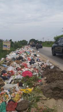 jorok-sampah-bertumpuk-di-jalan-siak-ii-pekanbaru-dan-belakang-eks-spn-polda-riau