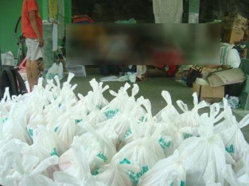 Panwas Pilkada di Kampar Pergoki Paket Sembako yang Disimpan di Gudang Beras Kawasan Flamboyan Dibagikan ke Masyarakat