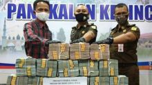 terpidana-kasus-korupsi-pengadaan-lahan-perluasan-perkantoran-pemkab-pelalawan-setor-uang-pengganti