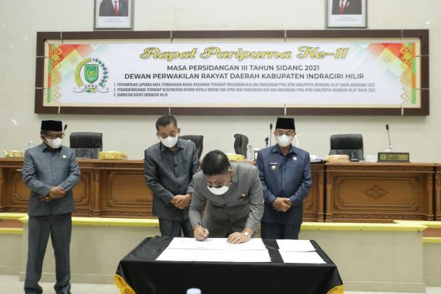 KUA-PPAS Indragiri Hilir Tahun 2022 Ditandatangani Bupati dan Pimpinan DPRD di Forum Rapat Paripurna