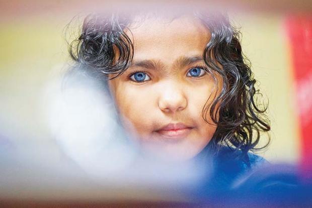 Kisah di Balik Anak Semata Wayang Seorang Sopir Air Galon di Pekanbaru yang Punya Mata Biru seperti Orang Bule Eropa
