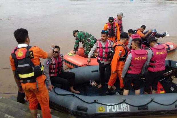 Tim Basarnas yang Mencari Bocah Diduga Hanyut di Sungai Batanglubuh Rokan Hulu Belum Bisa Menyelam karena Arus Sangat Deras
