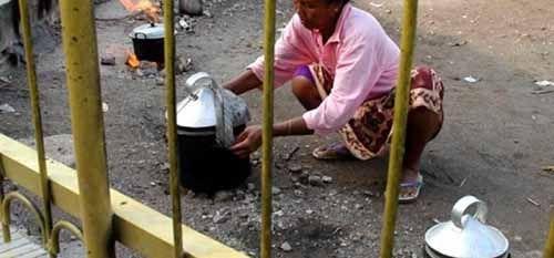 """Ibu-ibu Kelimpungan, Gas 3 Kg """"Menghilang"""" di Pekanbaru"""