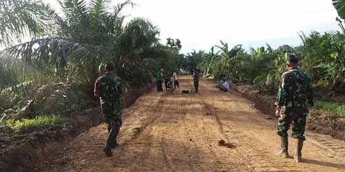 Mimpi Puluhan Tahun Warga Suku Talang Mamak Akhirnya Terwujud Berkat Bantuan TNI AD Inhu