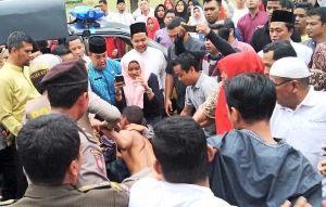 Tertangkap Tangan Curi Motor di Kantor Gubernur Riau, Seorang Warga Labuhanbatu Babak Belur Dihakimi Massa