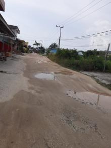 warga-berharap-kerusakan-jalan-di-kompleks-perumahan-mustamindo-kampar-segera-diperbaiki