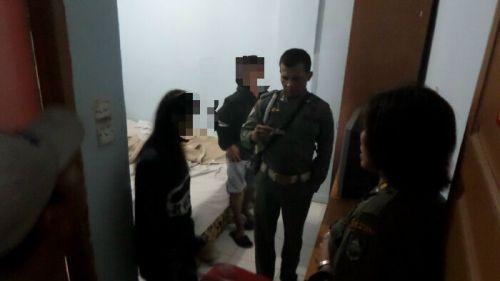 Diduga Pesta Sabu dan Mesum di Penginapan Harfiah Kota Duri, 2 Pria Berhasil Kabur saat akan Naik Mobil Patroli Satpol PP, Pasangannya Ditinggal