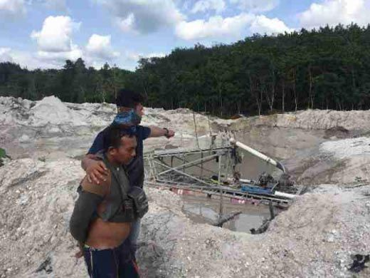 Didatangi Polisi, Penambang Emas tanpa Izin di Kuansing Lari Terbirit-birit Masuk Hutan, Sulikan alias Gundul Tak Sempat Kabur