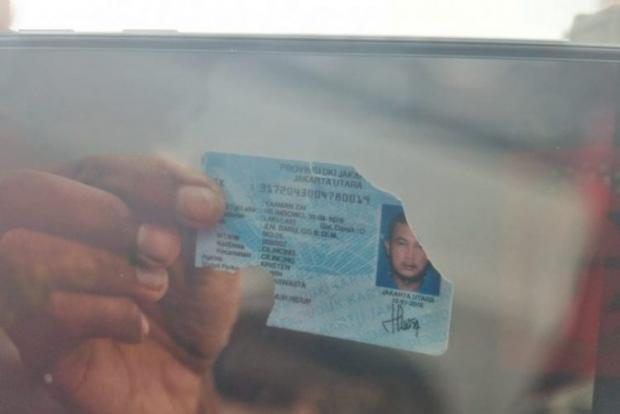 """Siapa Dia? KTP Pria Berinisial """"YZ"""" Ditemukan Tim Penyelam SAR Sriwijaya Air SJ 182"""