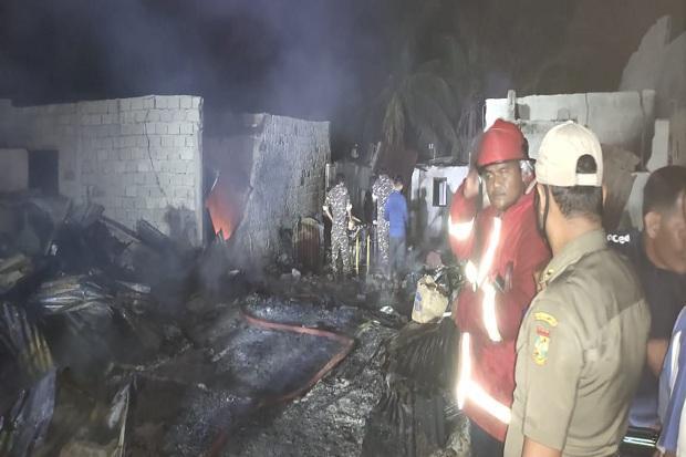 Kebakaran 52 Ruko di Tapung Hilir Kampar, Sepasang Suami Istri Tewas Terpanggang