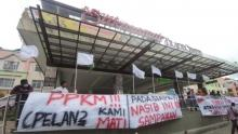 pedagang-stc-pekanbaru-kibarkan-bendera-putih-sebagai-tanda-menyerah-hadapi-ppk-pelanpelan-kami