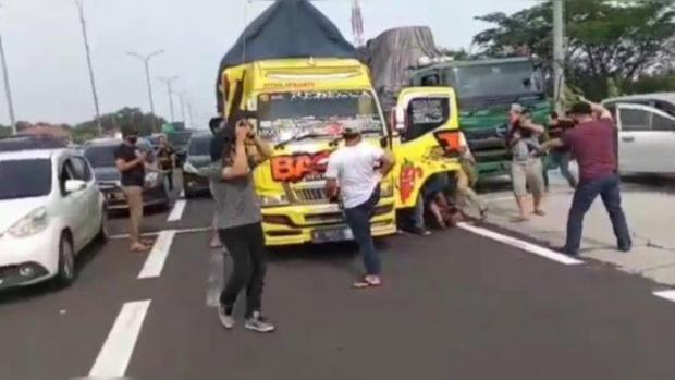 Disembunyikan di Ban Serep, Sabu-Sabu 10 Kilogram Dibawa Naik Truk dari Kampar Riau ke Madura