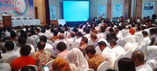 Diduga Kurang Persiapan, Perayaan Puncak Hari Antikorupsi Internasional Dialihkan ke Hotel Aryaduta Pekanbaru, Ribuan Tamu Undangan Berdesak-desakan