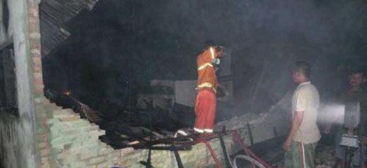 Asrama TNI AD di Pekanbaru (Asrama Pancasila) Terbakar Hebat Jelang Magrib, 10 Rumah Hangus