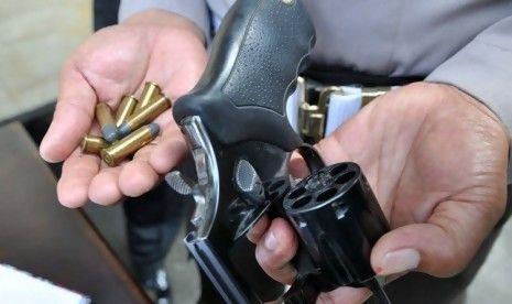 Pria 27 Tahun di Pasirpenyu Indragiri Hulu Ditangkap karena Simpan Senjata Api Revolver yang Didapat dari Tahanan Lapas Bangkinang