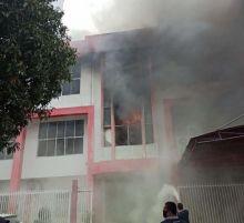 gedung-di-area-plasa-telkom-jalan-jenderal-sudirman-pekanbaru-terbakar-jaringan-telkomsel-mendadak