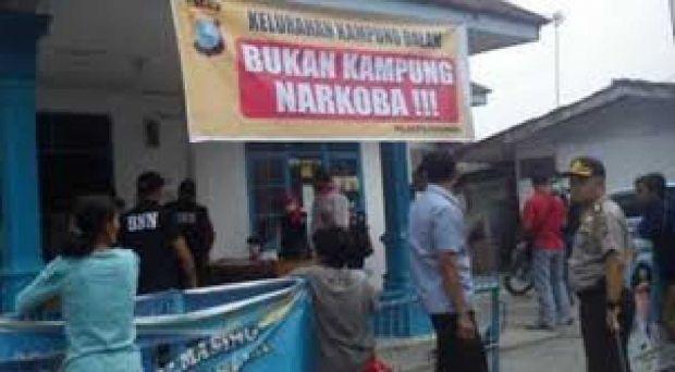 Ketahuan Pakai Narkoba, Oknum Polisi Rumbai Pucat Pasi saat Disalami Kapolresta Pekanbaru