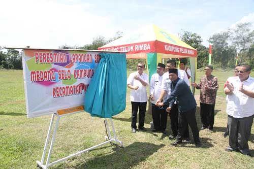 Bupati Siak Syamsuar Mengaku Bahagia karena Kini Kampung Telukrimba Punya Lapangan Sepak Bola