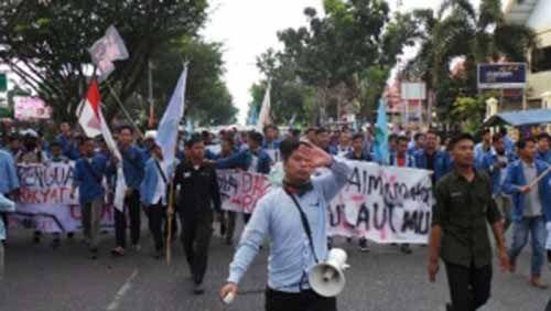 Mahasiswa di Pekanbaru Unjuk Rasa Besar-besaran di Depan Mapolda Riau, Tuntut Penuntasan Perkara Kehutanan dan Perusahaan Ilegal