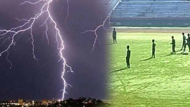 Tertinggal di Tengah Lapangan Ketika Turun Hujan, Dua Pelajar SMP Tewas Tersambar Petir saat Latihan Sepak Bola