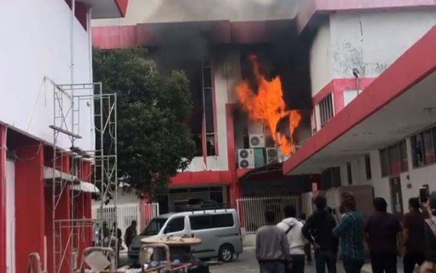 """Telkomsel """"Ditinggalkan"""" Dampak Kebakaran Gedung Pekanbaru Terbakar, Sejumlah Pelanggan Beralih ke Operator Lain"""