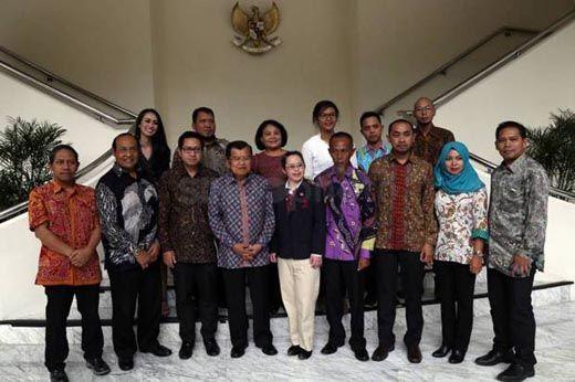 "Jadi Teladan, Rosmiati Bidan PTT di Pelosok Inhil Dianugerahi Gelar ""Pahlawan untuk Indonesia"""