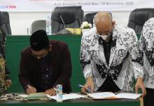 pertama-di-indonesia-bawaslupgri-riau-teken-mou-agar-guru-netral-di-pilkada