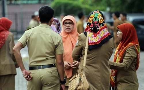 Wahai PNS Pemprov Riau... Jangan Coba-coba Titip Absen kalau Tak Ingin Tunjangan Dipotong