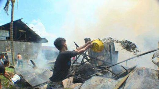 Tidur Lelap, Yusniar Terbangun saat Rumahnya di Jalan Merdekabaru Gang Bakau Kota Dumai Sudah Terbakar