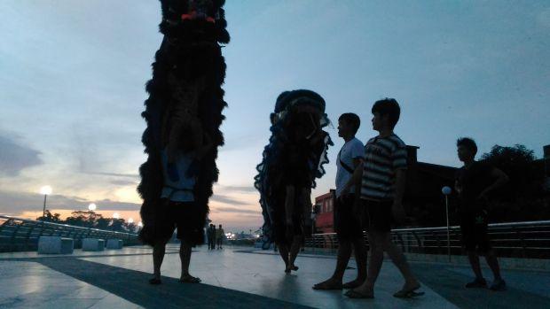 Mengintip Aktivitas Warga di <i>Water Front City</i> atau Turap Singapore Kota Siak Sri Indrapura