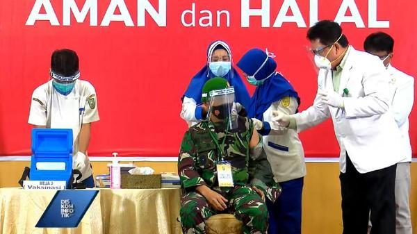 Vaksinasi Covid-19 Dimulai, Danrem 031/Wirabima Brigjen Syech Ismed Jadi Orang Pertama Disuntik di Riau