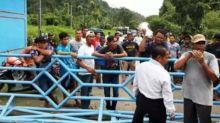 sebut-banjir-karena-kelalaian-manajemen-waduk-ratusan-warga-kampar-demo-plta-kotopanjang